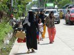 warga-kota-marawi-mulai-meninggalkan-kota-pengungsi_20170527_171355.jpg