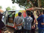warga-mengantre-layanan-samsat-keliling-di-halaman-kecamatan-wiradesa-senin-4112019.jpg
