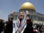 warga-palestina-berdoa-di-dekat-masjid-al-aqsa-di-yerusalem_20171208_140648.jpg