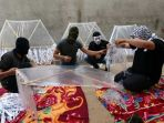 warga-palestina-menyiapkan-layang-layang-di-jalur-gaza_20180610_145956.jpg