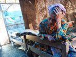warsiah-seorang-nenek-berusia-sekira-75-tahun-di-desa-demangharjo-warureja-kabupaten-tegal.jpg