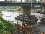 wihaji-cek-jembatan-batang-1.jpg