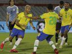 winger-brasil-rcharlison-nomor-7-merayakan-golnya-ke-gawang-uruguay.jpg
