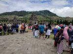 wisatawan-menikmati-pemandangan-candi-arjuna-dieng-saat-libur-lebaran_20180623_171653.jpg