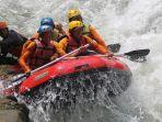 wisatawan-saat-menikmati-rafting-di-desa-lolong-kecamatan-karanganyar-kabupaten-pekalongan.jpg
