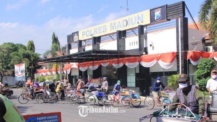 Polres Madiun Bagikan 1.250 Paket Sembako kepada Masyarakat Terdampak Covid-19
