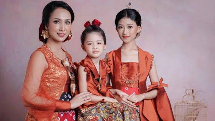 Sambut Hari Kartini, Designer dan Makeup Artist Kolaborasi Luncuran Konsep '3 Generasi Kebaya'