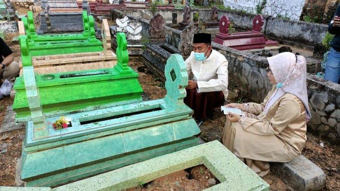 Jelang Pelantikan Bupati dan Wabup Sumenep Terpilih, Achmad Fauzi Tabarrukan ke Makam Orang Tua