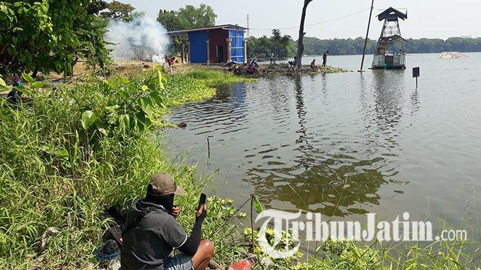Ada Oknum Tangkap Ikan Dengan Jaring di Telaga Ngipik, Pemancing Resah dan Lapor Polisi
