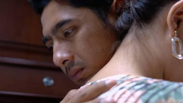 Adegan Aldebaran dan Andin pelukan yang bikin penonton Ikatan Cinta baper.