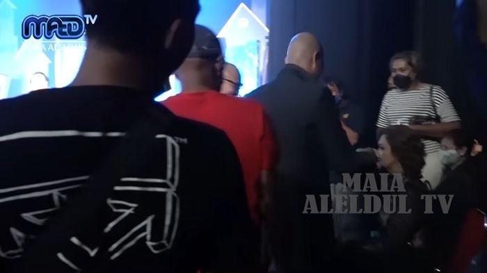 Ahmad Dhani dan Maia Estianty ketemu di belakang panggung
