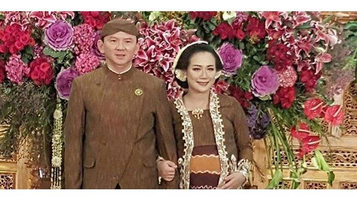 Foto Puput Nastiti Devi Gendong Bayi Jadi Sorotan, Benarkah Istri Ahok Sudah Melahirkan?