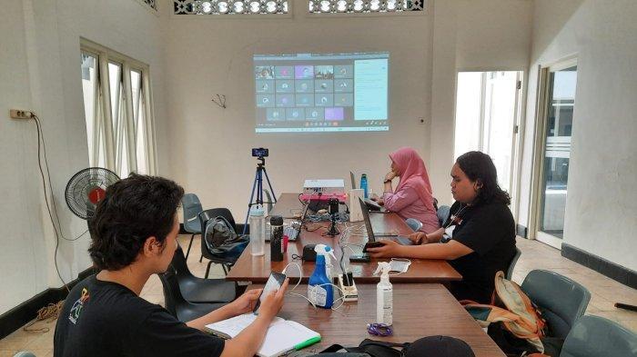 AJI Surabaya Bekali Puluhan Jurnalis Cara Hindari Bahaya yang Ancam Jiwa Saat Peliputan