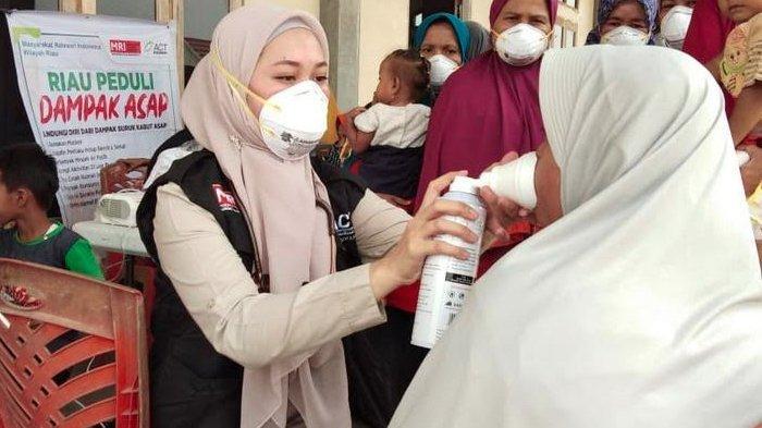 Status Asap Berbahaya, ACT Bagikan Ribuan Masker untuk Warga Terdampak