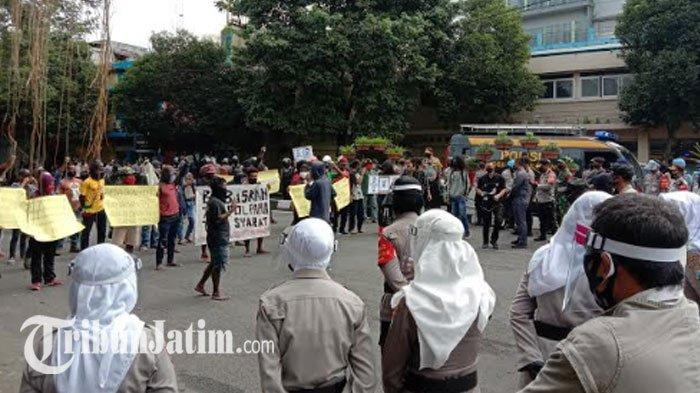 AMP & Front West Papua Gelar Demo Tanpa Izin di 2 Titik Kota Malang, Polisi Kawal Ketat: Damai
