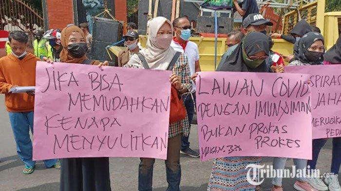 BREAKING NEWS: PKL Kawasan Simpang Lima Gumul Gelar Demo, Minta Bupati Kediri Izinkan Berjualan