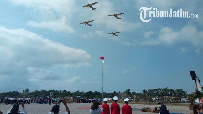 Atraksi Flypass Warnai Peringatan Hari Perhubungan di Sekolah Pilot Banyuwangi