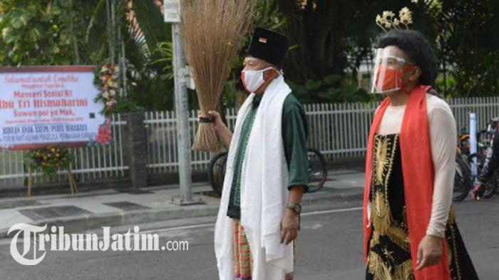 Seniman Surabaya Lakukan Pertunjukan Khusus, Antarkan Risma ke Kemensos RI