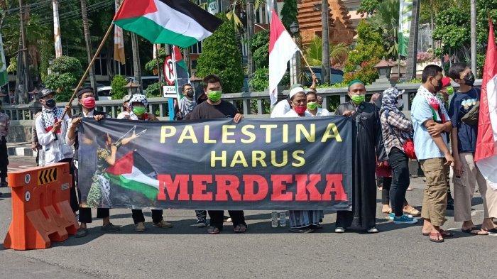 Aksi Indonesia Bela Palestina di Surabaya.