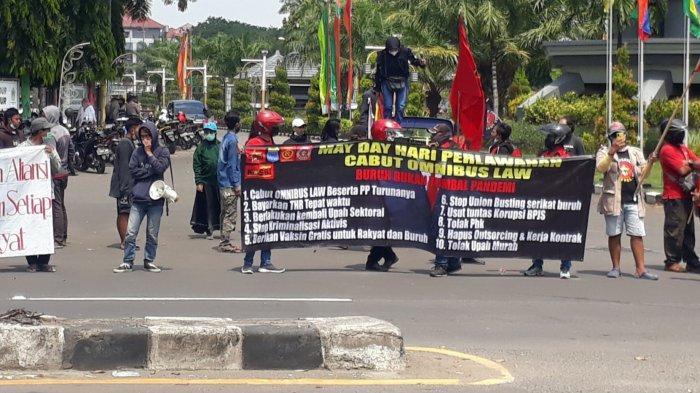 Peringati May Day, Mahasiswa dan Buruh di Gresik Meminta UU Cipta Kerja Dibatalkan