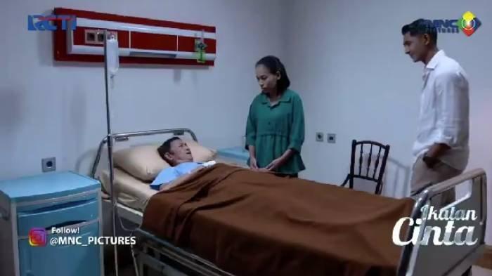 Aldebaran menghampiri Mang Dadang yang sedang dirawat di rumah sakit.