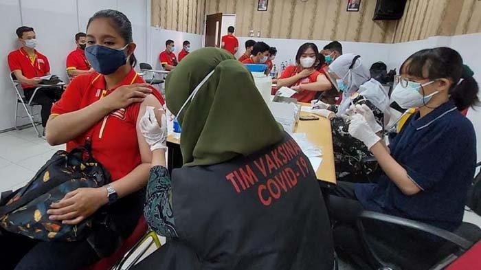 Bekerja Sama dengan Dinkes, Alfamart Gelar Vaksinasi Covid-19 untuk Ratusan Pegawai di Sidoarjo