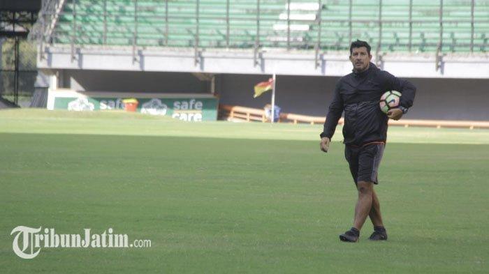 Alfredo Vera Batal Merapat, Arema FC Sudah Punya Nama Kandidat Pelatih Lain