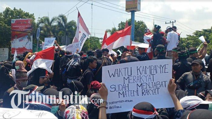 Aliansi Mahasiswa Madiun Gelar Demo di Bundaran Serayu Kota Madiun, Tolak RUU KUHP dan Revisi UU KPK