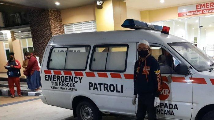 Bed Rumah Sakit di Kediri Terbatas Brankar Mobil Ambulans Terpaksa Dipakai Pasien