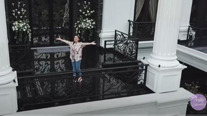 Mengintip Rumah 'American Classic' Prilly Latuconsina, Kamar Ala Hotel dengan Walk In Closet Mewah