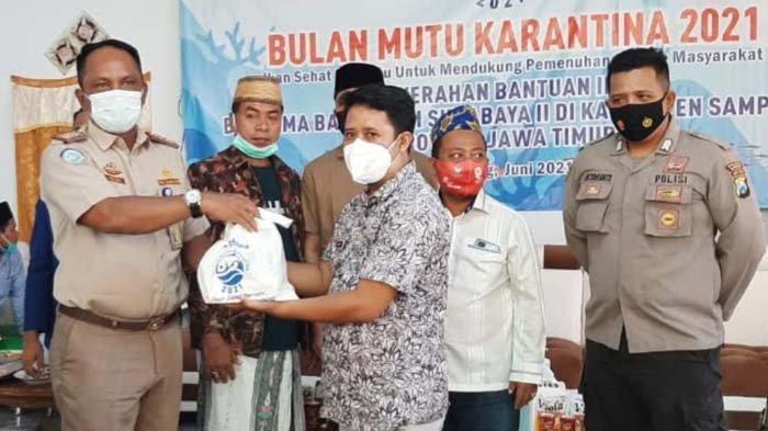 Peduli Sesama, Anggota DPR RI dan BKIPM Surabaya II Bagikan Ikan Segar untuk Masyarakat Sampang
