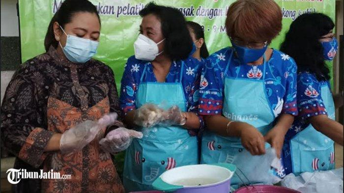 Upaya Ketahanan Pangan di Tengah Pandemi, Anggota DPRD Jatim Ajak Ibu-ibu Masak Pakai Bahan Lokal