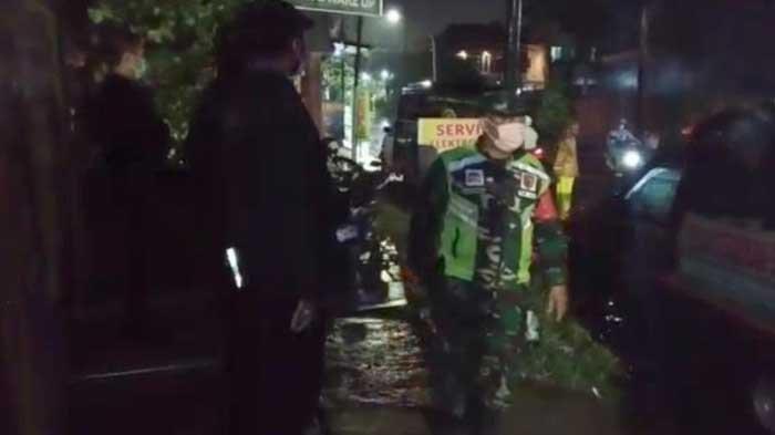 Sejumlah Rumah Warga Surabaya Rusak Akibat Diterpa Angin Kencang Disertai Hujan Lebat