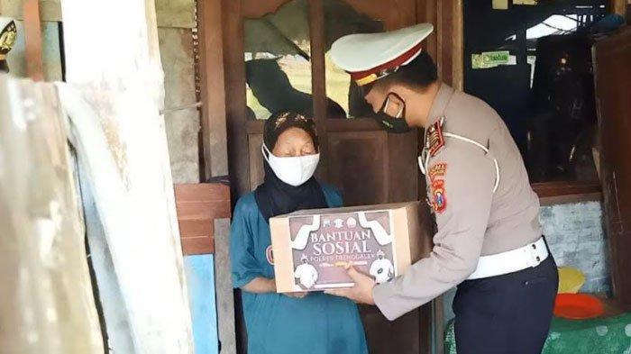 Polres Trenggalek Salurkan 200 Paket Bantuan Secara Door to Door Selama PPKM Darurat