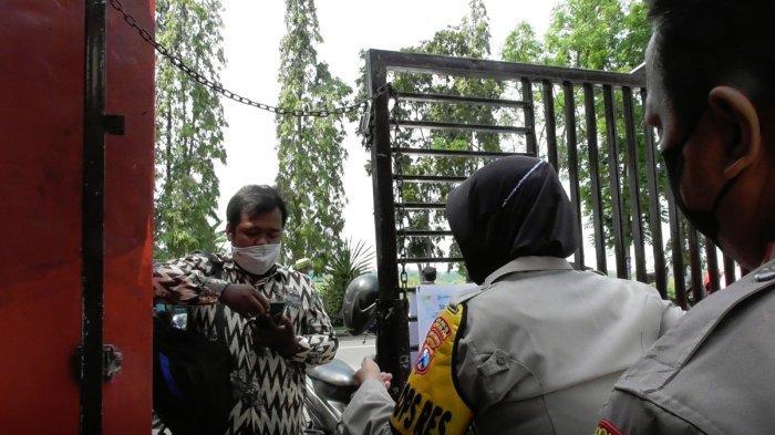 Cegah Penyebaran Covid-19, Polres Bangkalan Pasang Aplikasi 'Wajib Vaksin' di Pintu Masuk