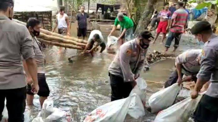 Rendam Ratusan Rumah, Banjir di Wonodadi Blitar Juga Rusak Tanggul dan Jembatan