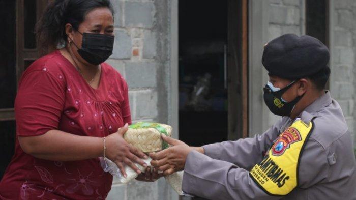 Hari Raya Idul Adha 2021, Polres Blitar Kota Bagi 750 Paket Daging Kurban dan 1 Ton Beras ke Warga