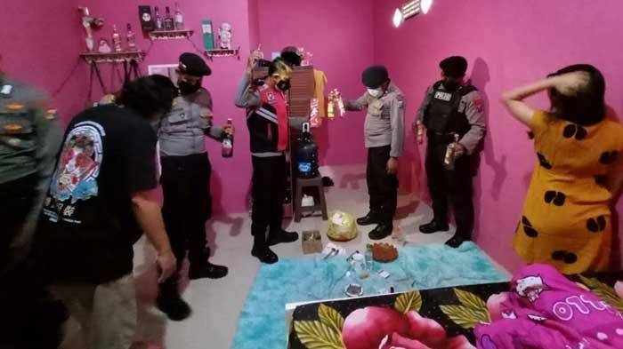Gerebek Rumah Kos di Mojokerto, Polisi Ciduk Pasangan Bukan Suami Istri dan Sita Puluhan Botol Miras
