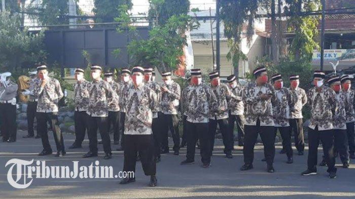 HUT RI ke-75, 35 Mantan Napi Teroris dan Kombatan Ikuti Upacara Kemerdekaan di Polres Lamongan