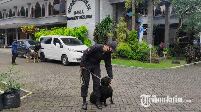 Cegah Teror, SAR Dog Gelar Sterilisasi Gereja di Kota Malang