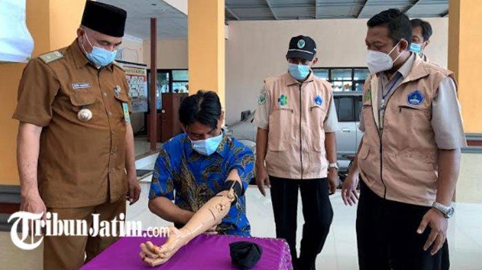 Sumringah Ansori Pakai Tangan Palsu Poltekkes Surabaya, Bisa Memegang Pisang hingga Nyetir Motor