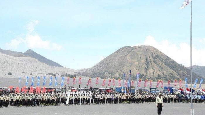 Taruna Siaga Bencana Gelar Apel Siaga di Lautan Pasir Gunung Bromo, Dipimpin Gubernur Khofifah
