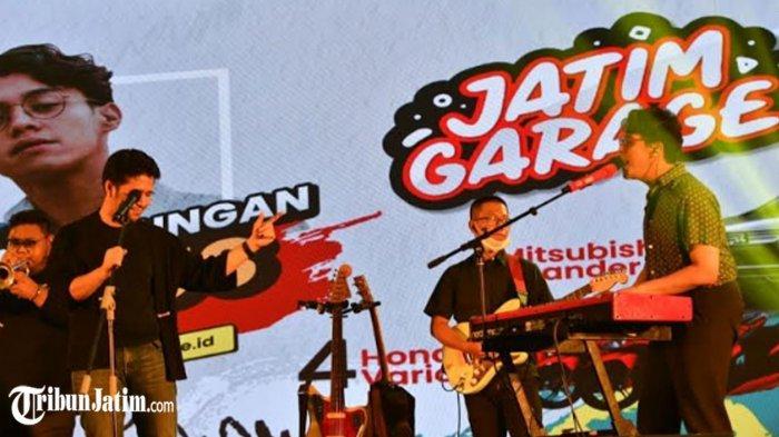 Wagub Emil Nge-Jam Bareng Ardhito Pramono di Panggung Jatim Garage, Nyanyikan 'Sesaat Kau Pergi'