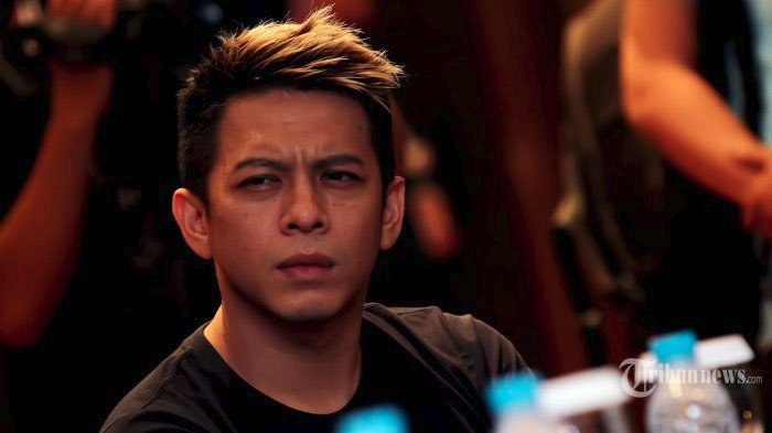 Vokalis Noah, Nazriel Ilham atau Ariel saat ditemui pada acara launching album Noah yang bertajuk Second Chance di Menara Bank Mega, Tendean, Jakarta Selatan, Selasa (30/12/2014).