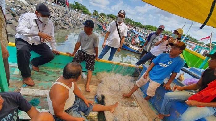 DPM-PTSP Jatim Jemput Bola Uruskan Perizinan Nelayan di Pantai Popoh, Terbitkan 267 Izin Gratis