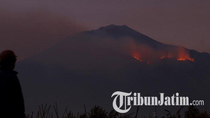 Padamkan Kebakaran Gunung Arjuno, Pemprov Jatim Kerahkan Heli Water Bombing