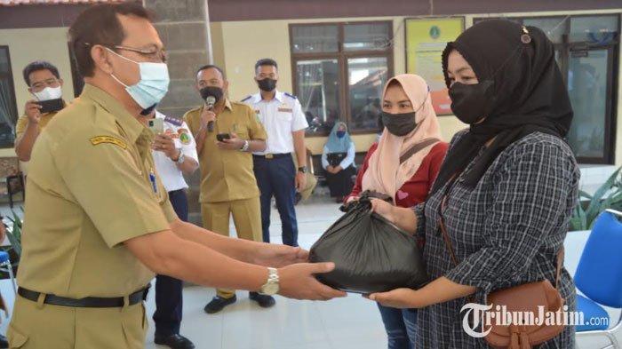 Sisihkan Penghasilan, ASN Pemkot Pasuruan Urunan Beri Bantuan Sembako untuk Warga Terdampak Pandemi