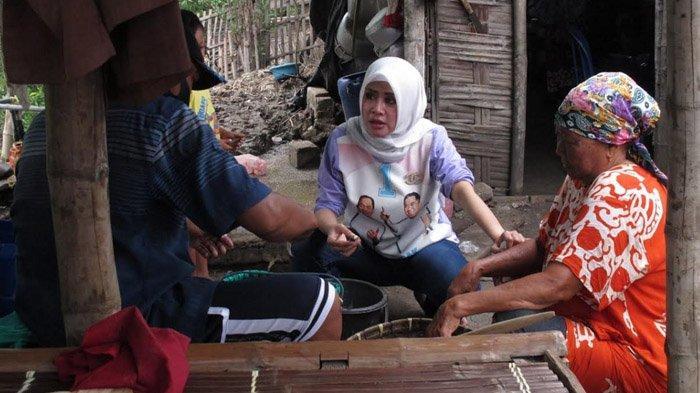 Asrilia Kurniati Istri BHS Kunjungi Daerah Terpencil di Sidoarjo, Ikut Masak Bersama Emak-emak