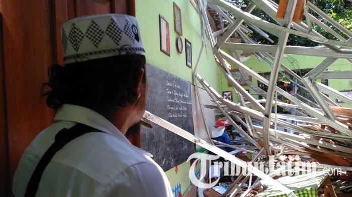 Atap Empat Kelas SDN Gentong Kota Pasuruan Ambruk, Dua Orang Meninggal, Belasan Luka-luka