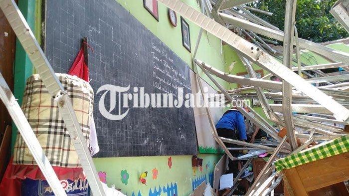 BREAKING NEWS - Polda Jatim Tetapkan Dua Tersangka Dalam Kasus Ambruknya Atap SDN Gentong Pasuruan
